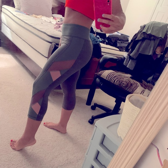 Cropped workout leggings from Aeropostale